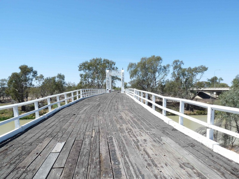 17 The old North Bourke bridge